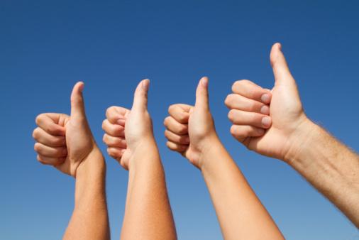 Interkulturelles Marketing: Daumen Hoch Handzeichen