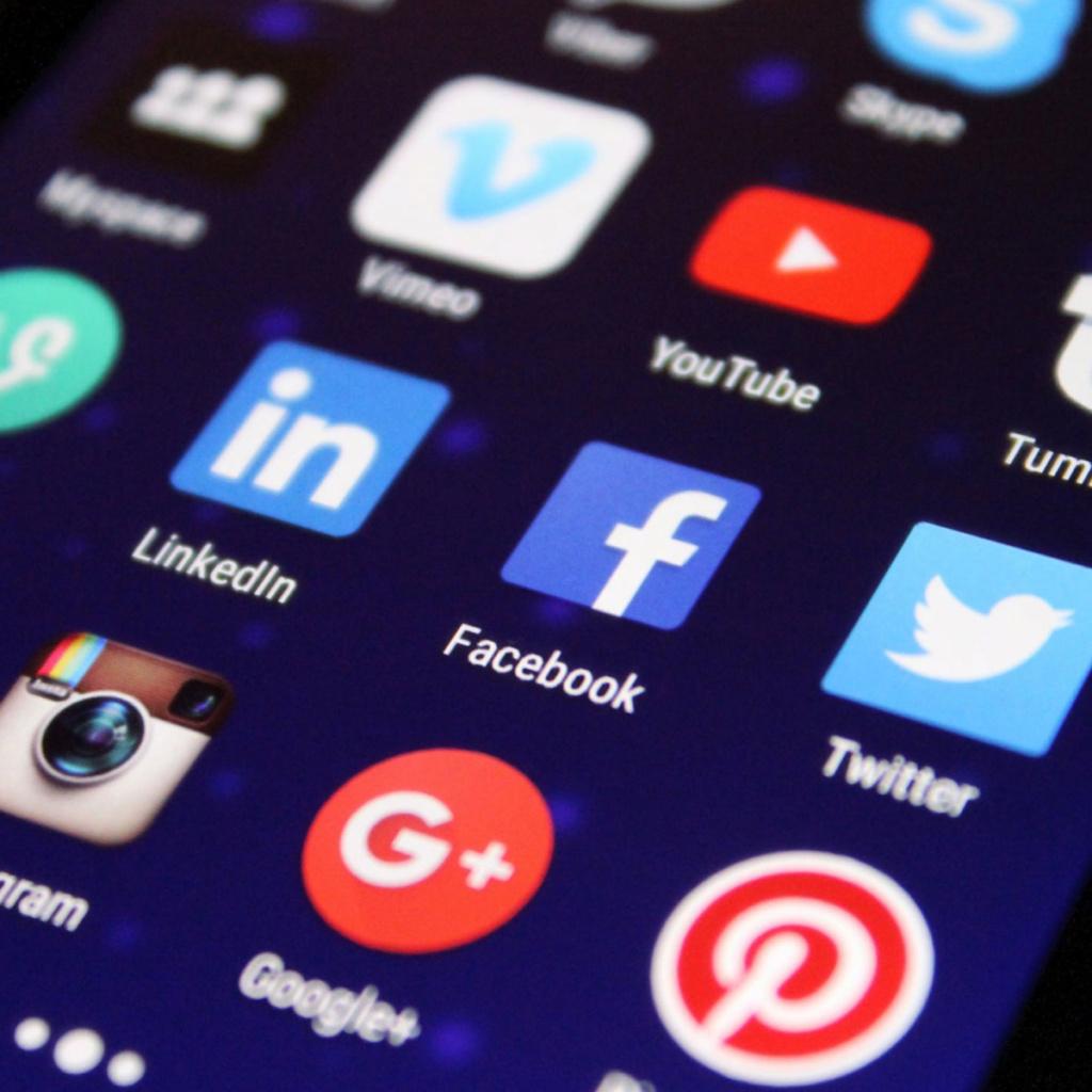 Bildschirm mit Social Media Apps