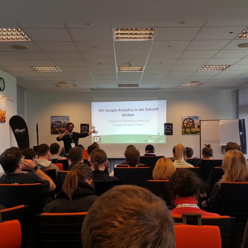1. Session Daniel Schmeh Mit Google Analytics in die Zukunft blicken